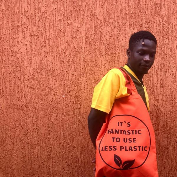 Stoffbeutel gegen Plastik in Uganda